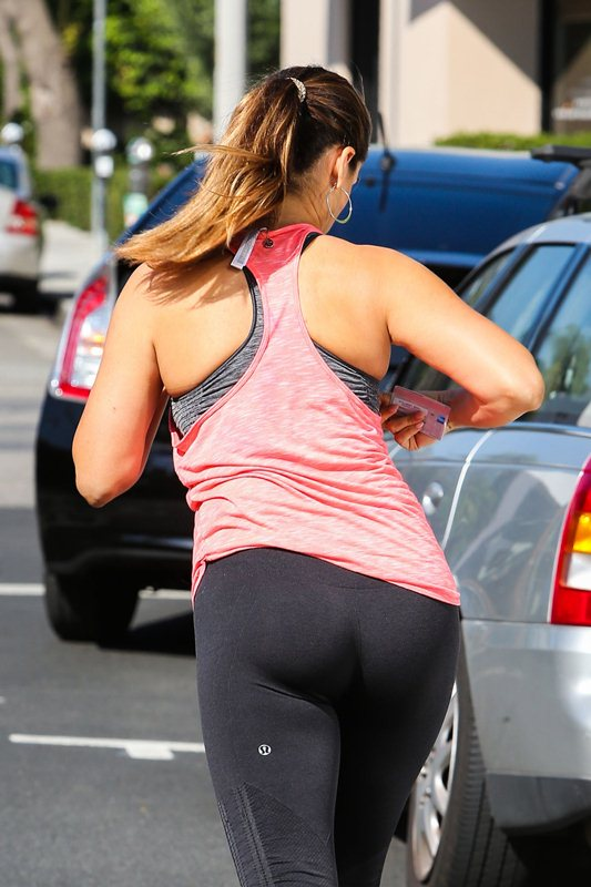 Kelly-Brook-Booty-in-Tights-LA-Streets-Kanoni-4