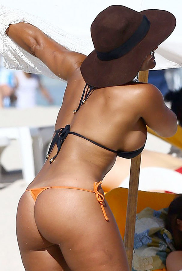 Maripily-Rivera-Thong-BIkini-On-the-Beach-In-MIami-Kanoni-1