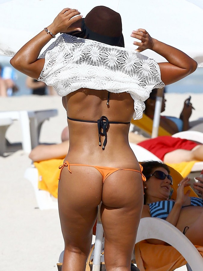 Maripily-Rivera-Thong-BIkini-On-the-Beach-In-MIami-Kanoni-2