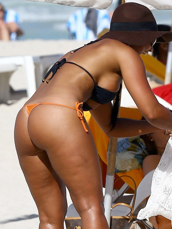 Maripily-Rivera-Thong-BIkini-On-the-Beach-In-MIami-Kanoni-7