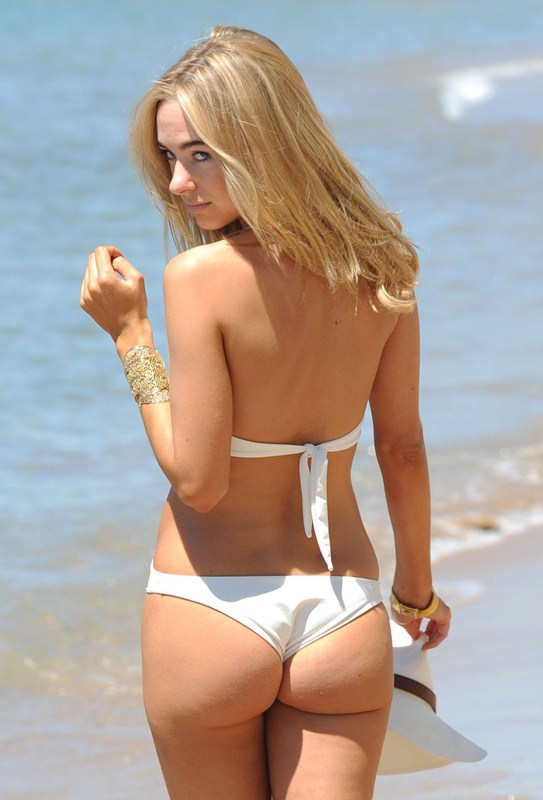 kimberley-garner-in-swimsuit-at-a-beach-in-cannes-kanoni-1