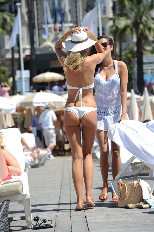 kimberley-garner-in-swimsuit-at-a-beach-in-cannes-kanoni-6
