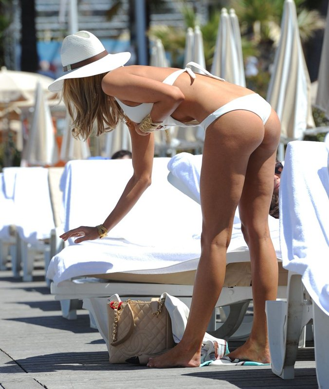 kimberley-garner-in-swimsuit-at-a-beach-in-cannes-kanoni-7