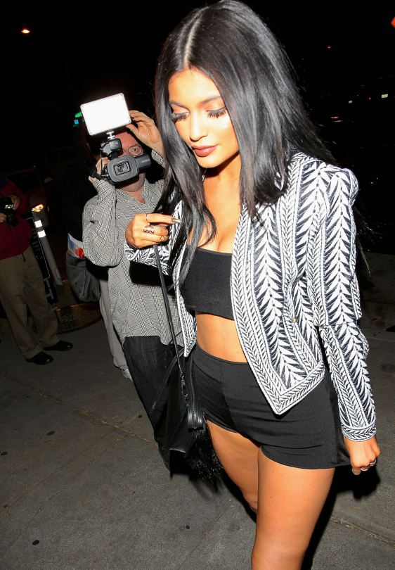 Kylie-Jenner-hot-night-candids-west-hollywood-kanoni-6