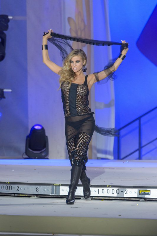 Carmen-Electra-See-through-Life-Ball-2015-Vienna-Kanoni-2