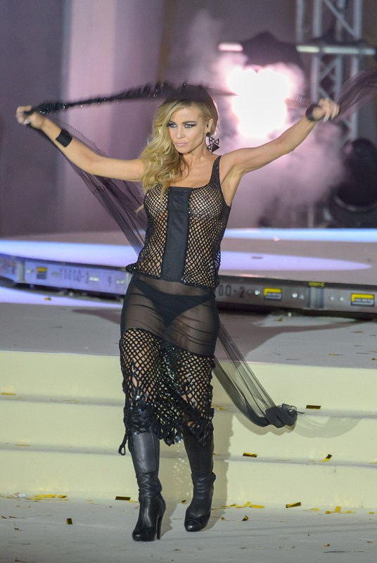 Carmen-Electra-See-through-Life-Ball-2015-Vienna-Kanoni-3