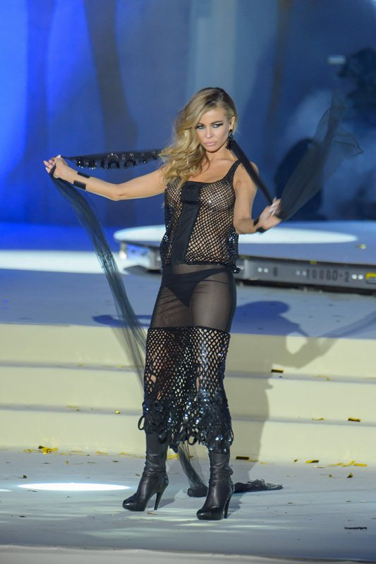 Carmen-Electra-See-through-Life-Ball-2015-Vienna-Kanoni-5