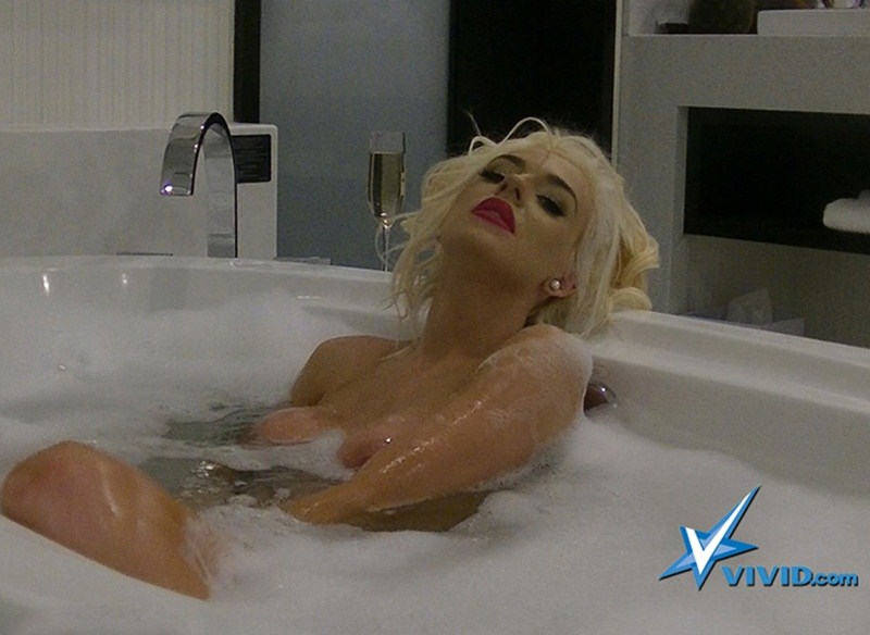 Courtney-Stodden-Sex-Tape-Coming-Kanoni-15