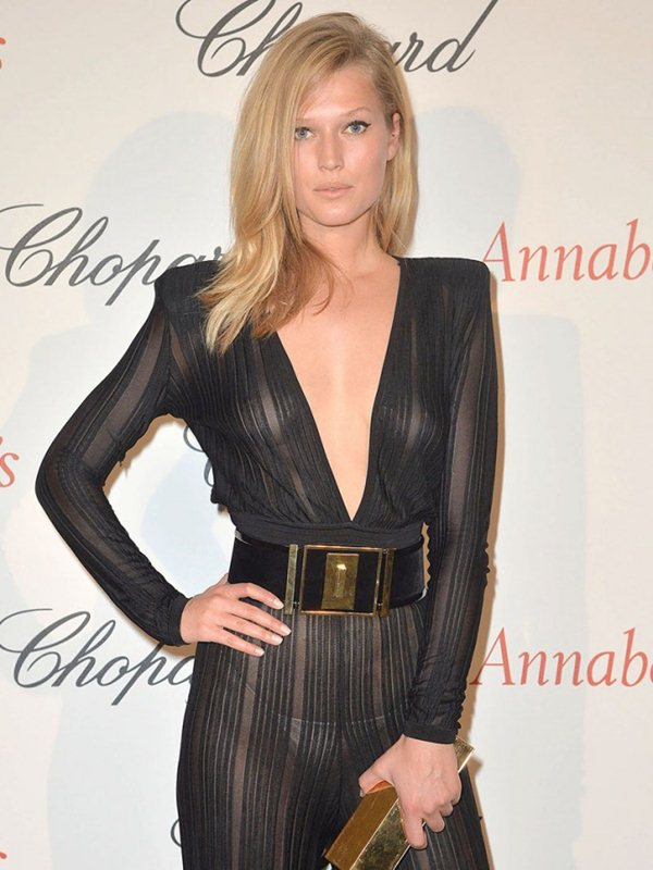 Toni-Garrn-See-through-Bodysuit-Cannes-Kanoni-3