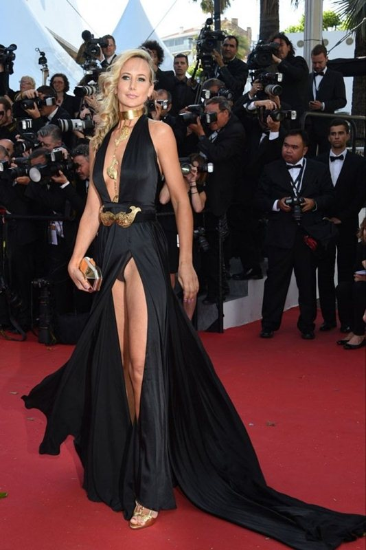 lady-victoria-hervey-at-youth-premiere-at-cannes-film-festival-kanoni-1