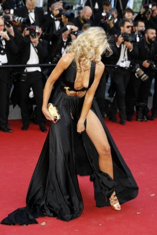 lady-victoria-hervey-at-youth-premiere-at-cannes-film-festival-kanoni-5