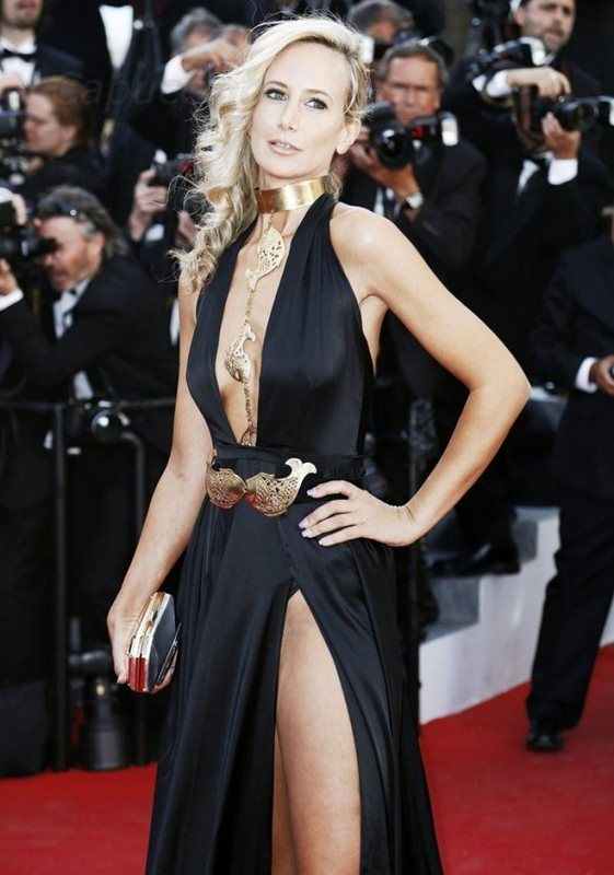 lady-victoria-hervey-at-youth-premiere-at-cannes-film-festival-kanoni-7