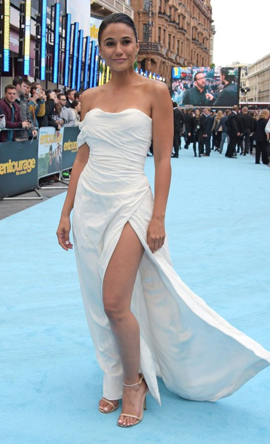 Emmanuelle-Chriqui-Upskirt-at-Entourage-Premiere-in-London-Kanoni-6
