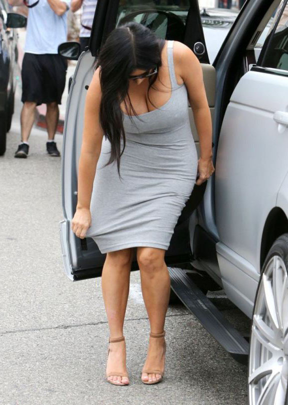 Kim-Kardashian-grey-dress-beverly-hills-kanoni-5