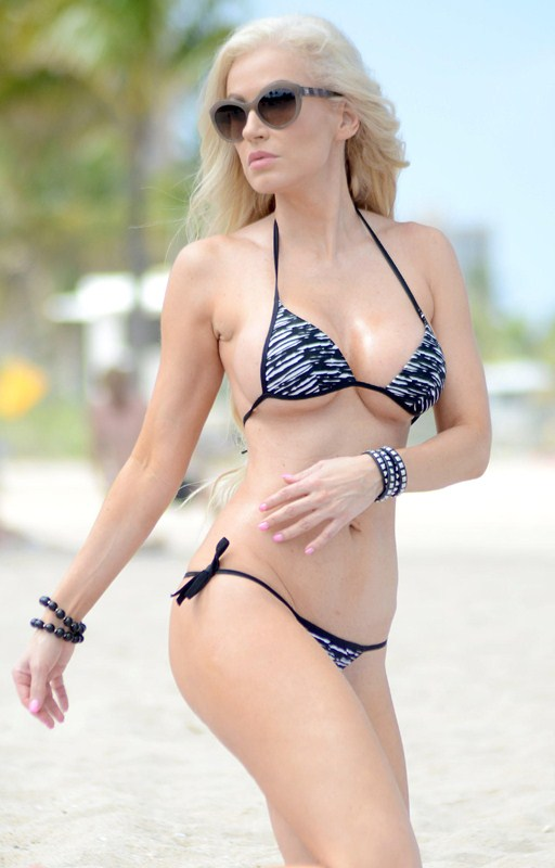 Ana-Braga-too-tiny-bikini-miami-beach-kanoni-1
