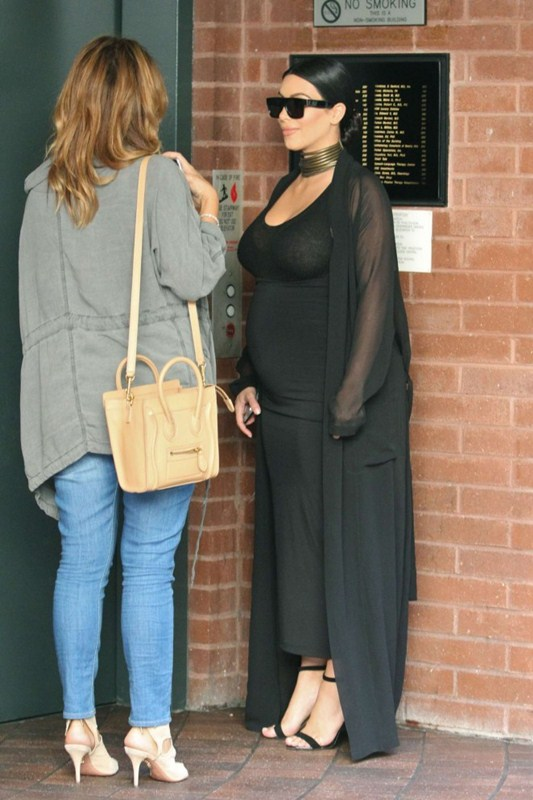 Kim-Kardashian-in-Black-Dress-See-through-pregnant-kanoni-2