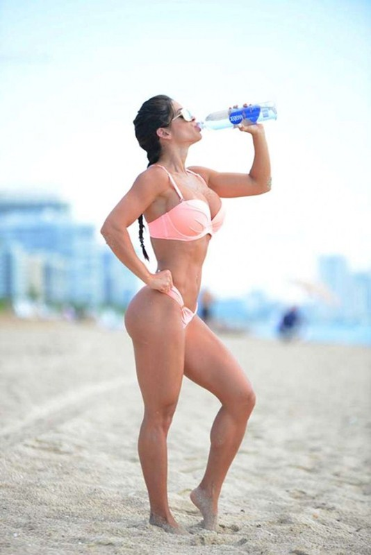 Michelle-Lewin-in-Pink-Bikini-Miami-Beach-Kanoni-2