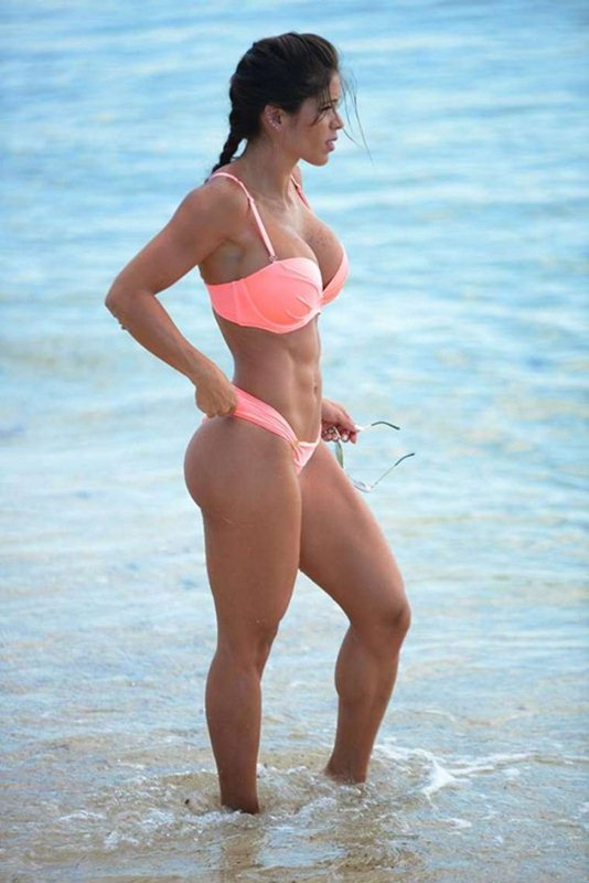 Michelle-Lewin-in-Pink-Bikini-Miami-Beach-Kanoni-3