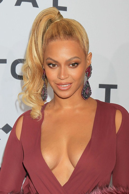 Beyonce-Knowles-at-TIDAL-X-1020-Amplified-by-HTC-in-Brooklyn-NY-Sideboob-Kanoni-6