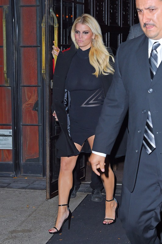 Jessica-Simpson-braless-see-through-candids-NY-Kanoni-2