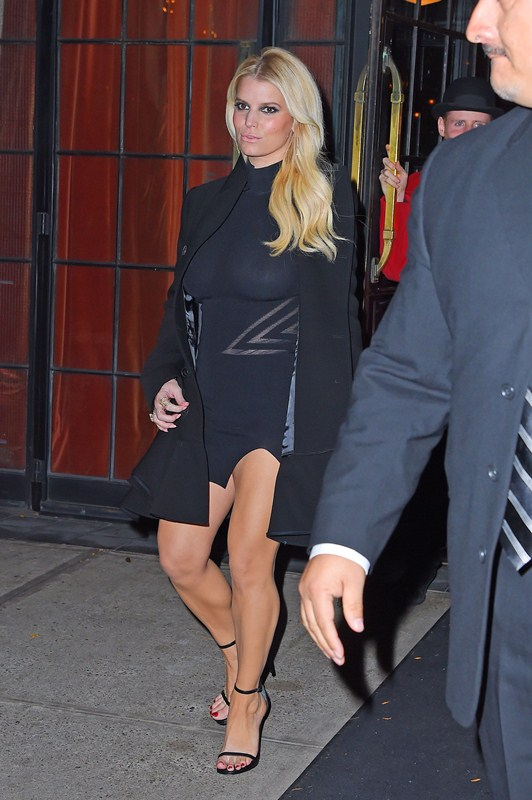 Jessica-Simpson-braless-see-through-candids-NY-Kanoni-3
