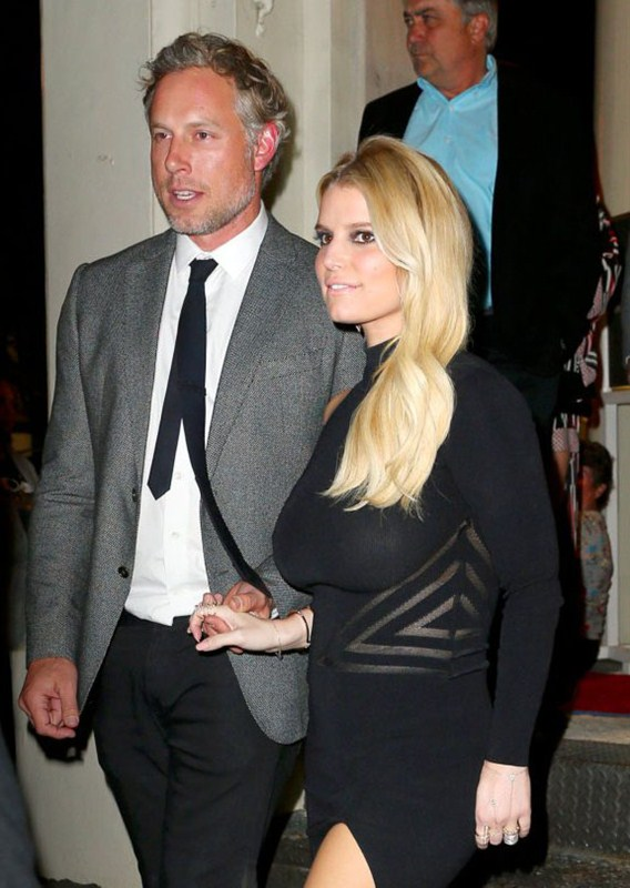 Jessica-Simpson-braless-see-through-candids-NY-Kanoni-6