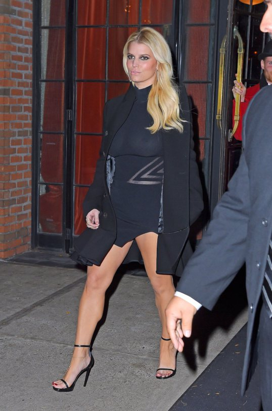 Jessica-Simpson-braless-see-through-candids-NY-Kanoni-7