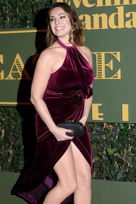 Kelly-Brook-Upskirt-At-Evening-Standard-Theatre-Awards-Kanoni-2