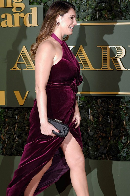 Kelly-Brook-Upskirt-At-Evening-Standard-Theatre-Awards-Kanoni-3