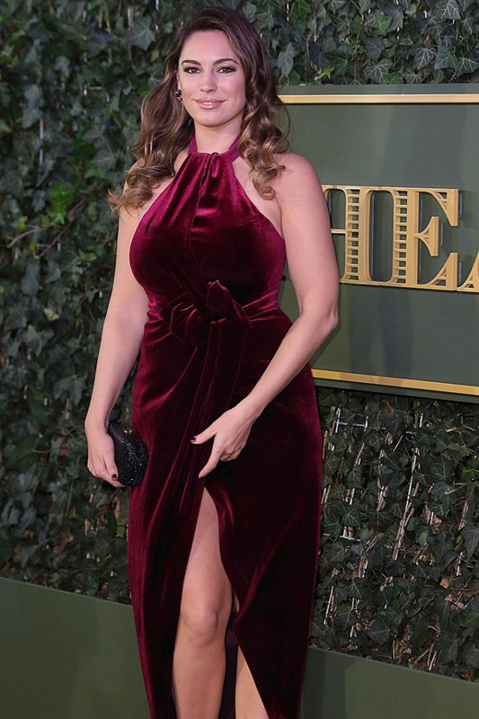 Kelly-Brook-Upskirt-At-Evening-Standard-Theatre-Awards-Kanoni-5