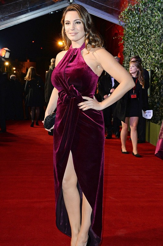 Kelly-Brook-Upskirt-At-Evening-Standard-Theatre-Awards-Kanoni-6