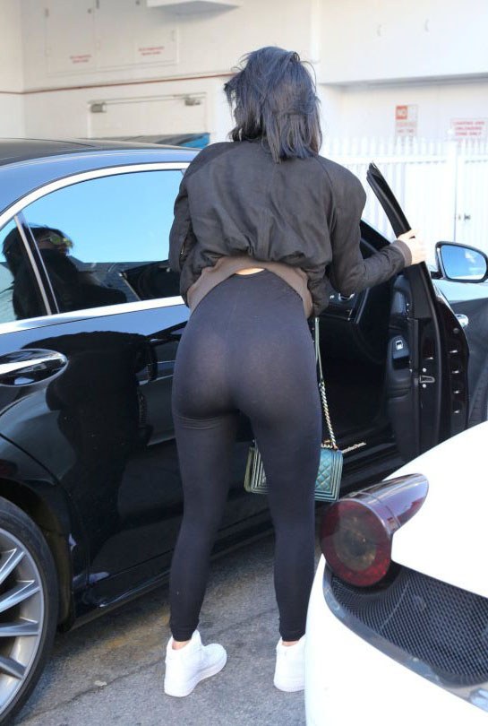 Kylie-Jenner-see-through-yoga-pants-streets-los-angeles-kanoni-1