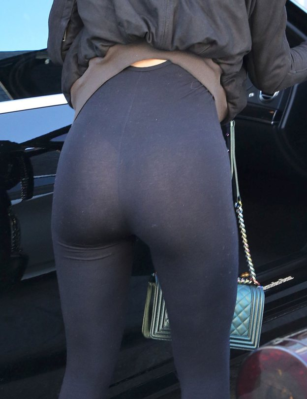 Kylie-Jenner-see-through-yoga-pants-streets-los-angeles-kanoni-3