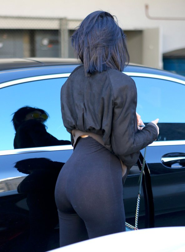Kylie-Jenner-see-through-yoga-pants-streets-los-angeles-kanoni-5