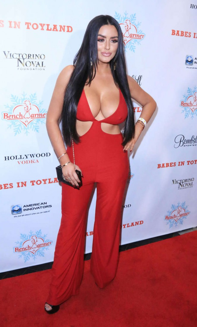 Abigail-Ratchford-2015-Babes-in-Toyland-Charity-Holiday-Party-Kanoni-2