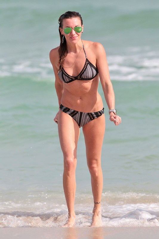 Katie-Cassidy-Miami-Beach-Bikini-Photos-Kanoni-5