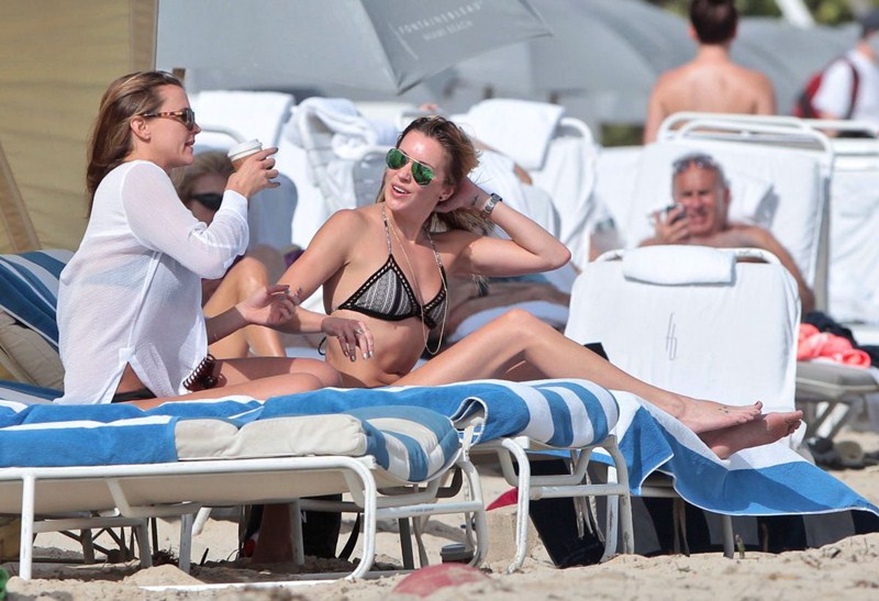 Katie-Cassidy-Miami-Beach-Bikini-Photos-Kanoni-6