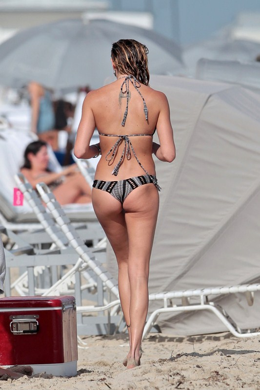 Arrow star Katie Cassidy seen enjoying a dip in the ocean at Miami Beach