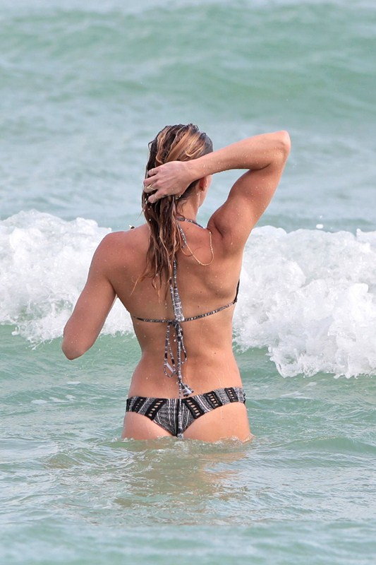 Katie-Cassidy-Miami-Beach-Bikini-Photos-Kanoni-8