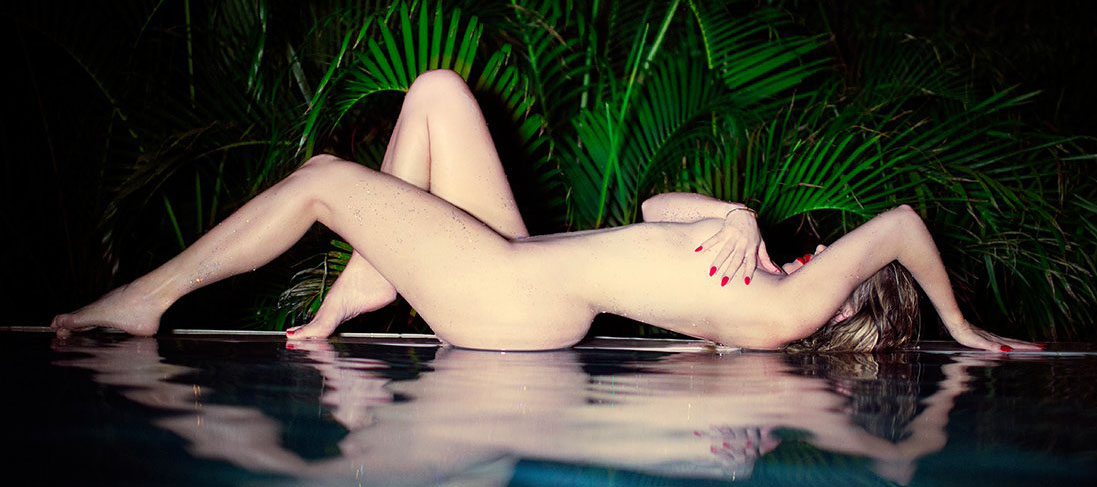 Khloe-Kardashian-Night-Pool-Naked-Photoshoot-Kanoni-6