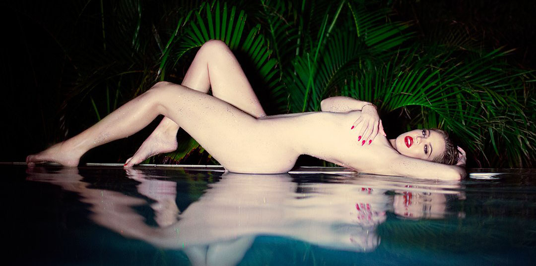 Khloe-Kardashian-Night-Pool-Naked-Photoshoot-Kanoni-7