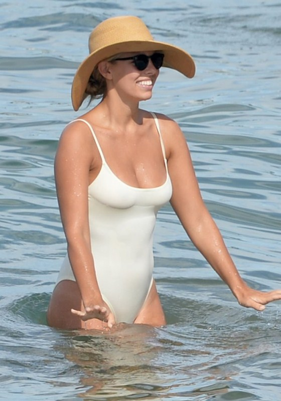 Natasha-Oakley-White-Swimsuit-In-Maui-Kanoni-1
