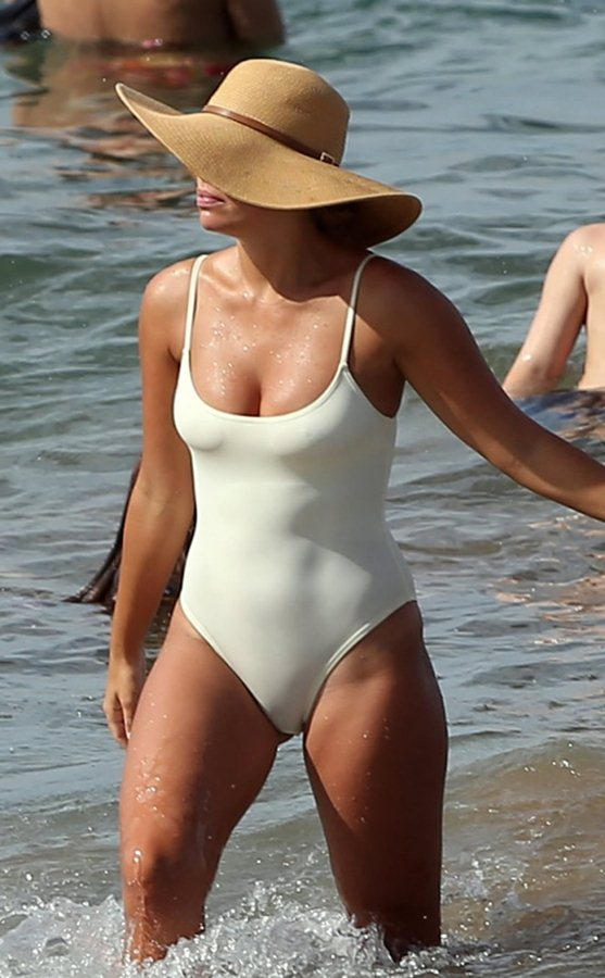 Natasha-Oakley-White-Swimsuit-In-Maui-Kanoni-4