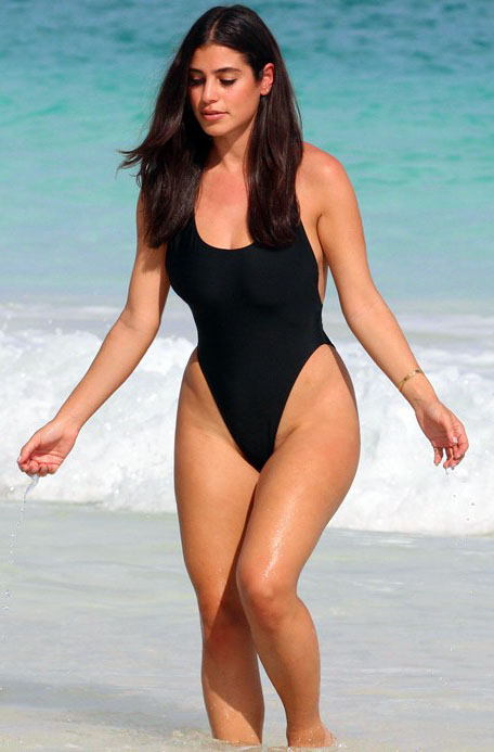 Nicole-Isaacs-travel-blogger-black-swimsuit-bahamas-beach-kanoni-2