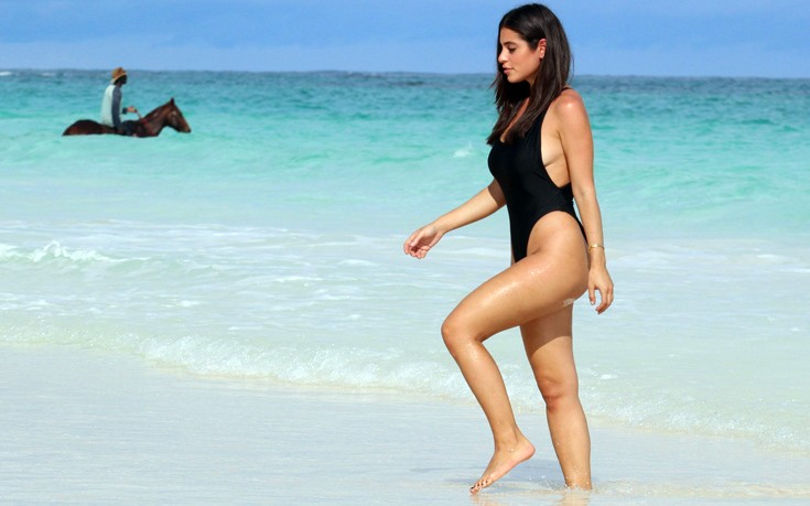 Nicole-Isaacs-travel-blogger-black-swimsuit-bahamas-beach-kanoni-3