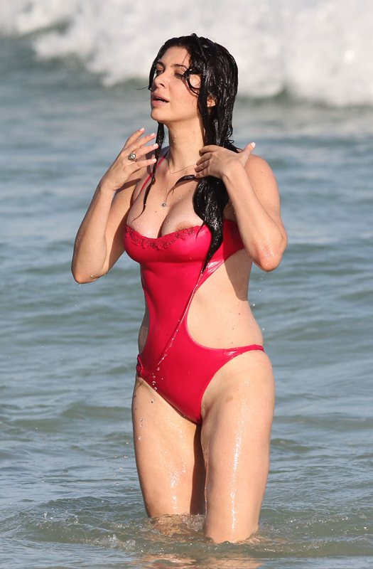 brittny-gastineau-red-swimsuit-nipple-slip-on-the-beach-in-miami-kanoni-3