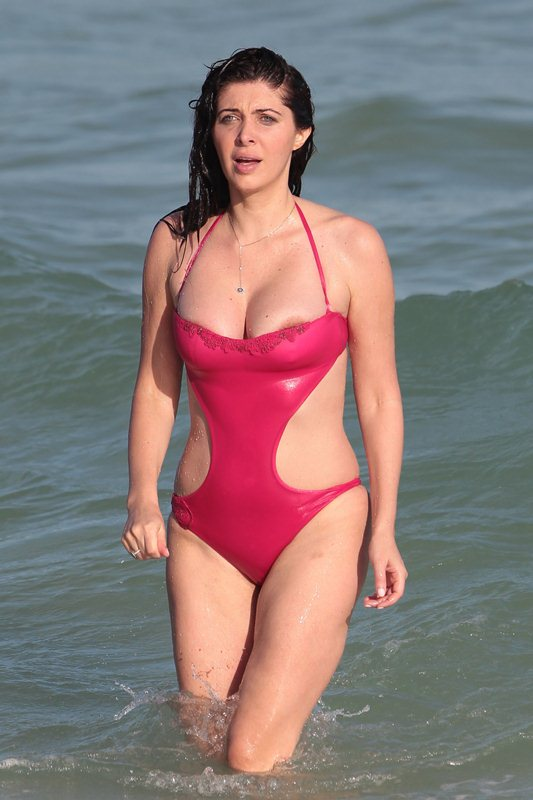 brittny-gastineau-red-swimsuit-nipple-slip-on-the-beach-in-miami-kanoni-6