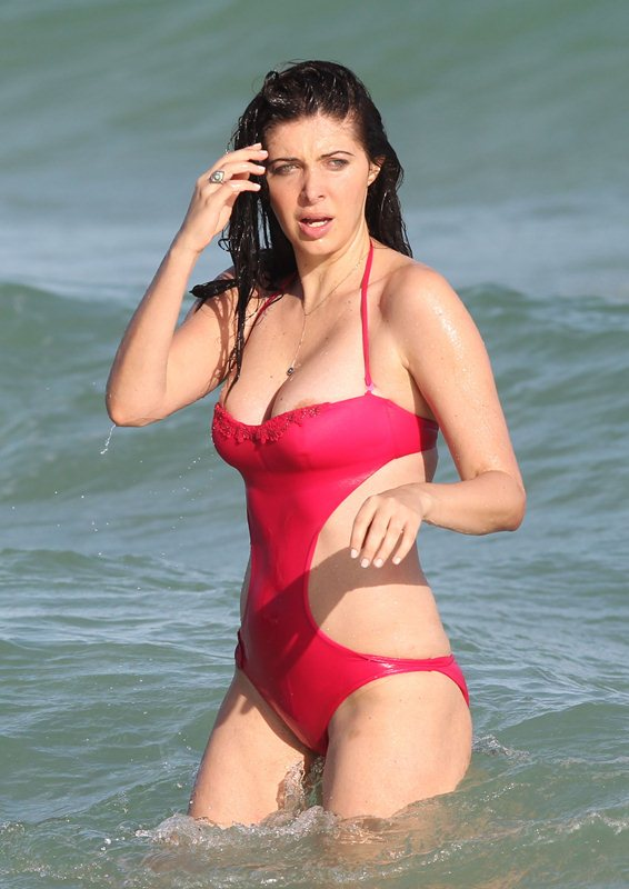 brittny-gastineau-red-swimsuit-nipple-slip-on-the-beach-in-miami-kanoni-8