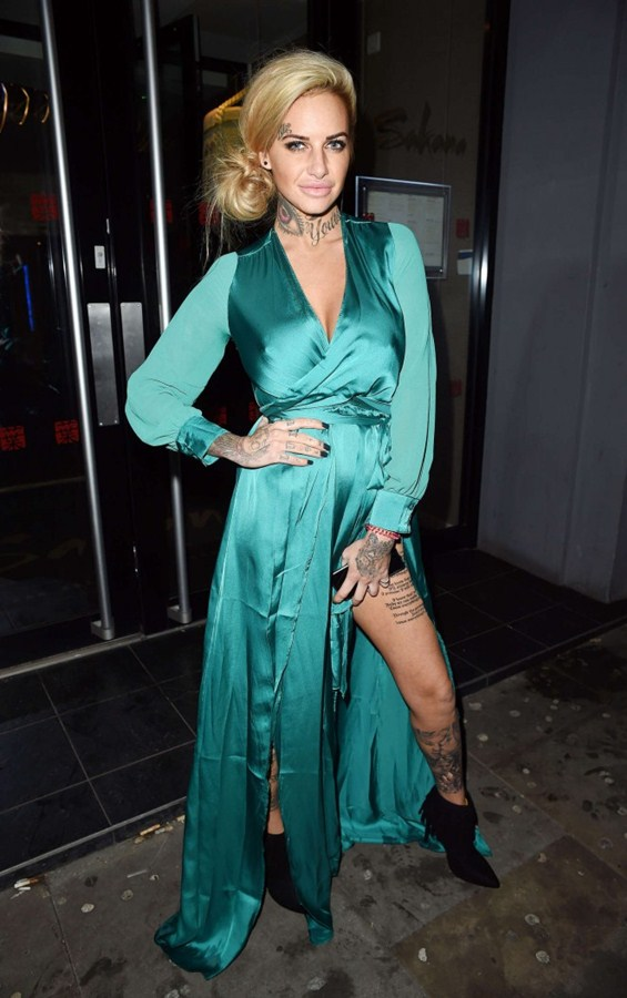 Jemma-Lucy-in-Green-Dress-Night-Out-Manchester-Kanoni-4