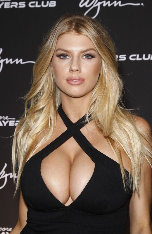 charlotte-mckinney-encore-player-s-club-grand-opening-in-las-vegas-kanoni-2